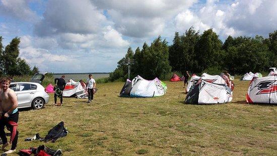 Surfschule: Bodden,Stehrevier,Kite Aufpumpen