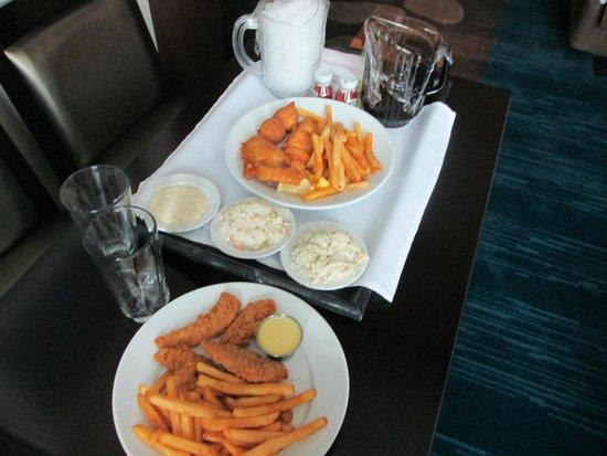 Harrah's Cherokee Casino Resort: fish,chicken,iced tea in less than 20 minutes