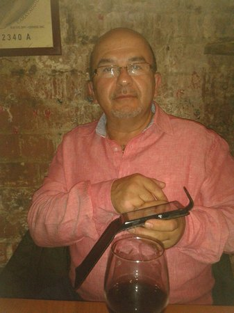 Delrio's Restaurant : My Italian husband Rudi enjoying himself drinking plenty red wine and eating fantastic food, he
