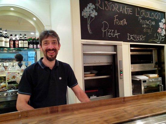 Ristorante Self- Service L'Orologio: улыбается