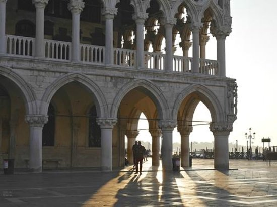 Venice Original Photo Walk and Tour : Early morning shadows at the Doge's Palace