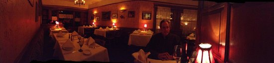 Cucina Biazzi: I took a panorama of the dining room at about 7:45 and it was not busy at all yet they rushed us