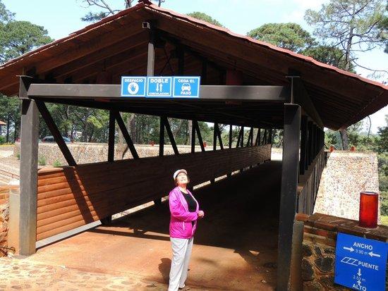Villas Mazamitla: Ingreso al desarrollo desde la carretera