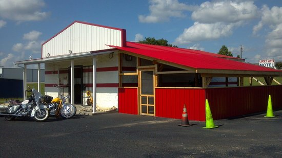 Gnomies Barbecue Shack: Our building. Hwy 55 beside NAPA