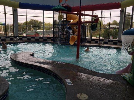 Comfort Inn Kent: Awesome little water park