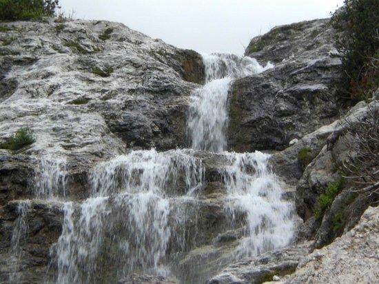 Province of Belluno, Italia: Cascata lungo il percorso rifugio Alberti - Valgrande