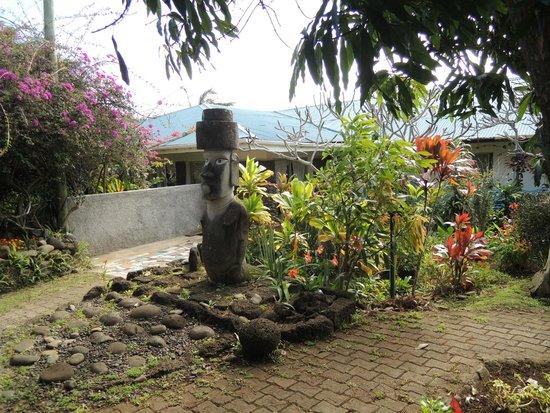 Hotel Gomero : A Moai welcomes you