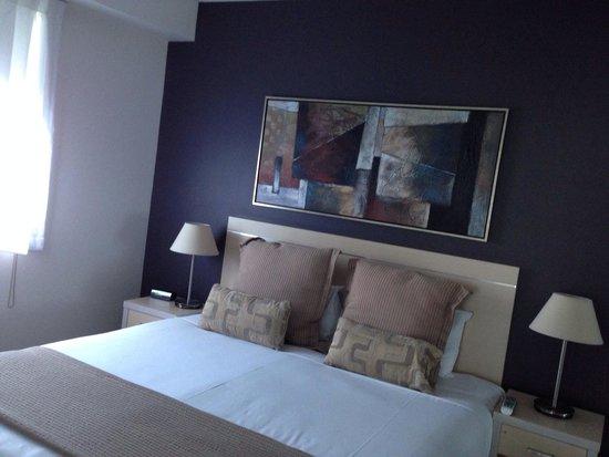 Oaks 212 Margaret: Big bed, spacious room.