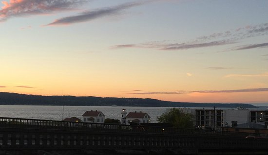 Arnie's Restaurant & Bar - Mukilteo : View from the parking lot