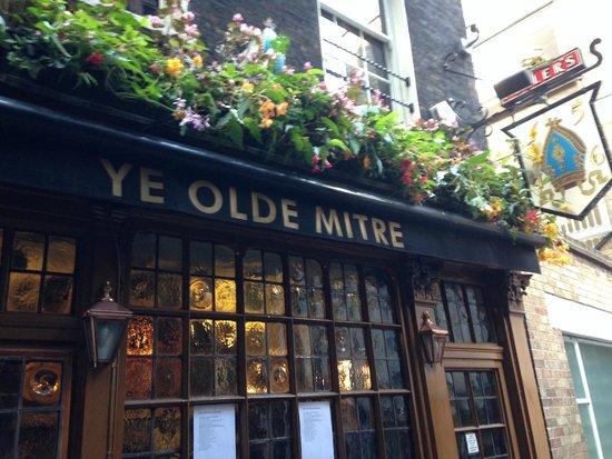 Ye Olde Mitre: Outside