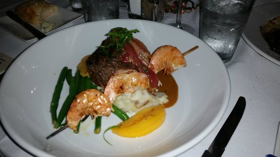 Les Bourgeois Winery and Bistro: steak and shrimp dinner special