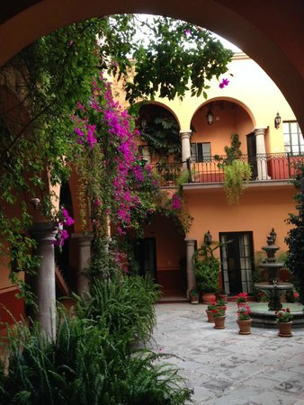 Antigua Capilla Bed and Breakfast: patio