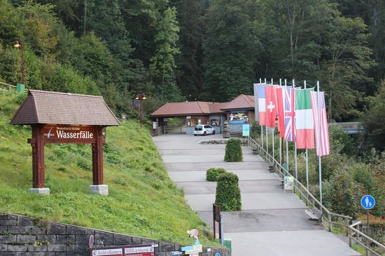 Hotel Restaurant Pfaff: Entrance to Triberger Falls directly across the road