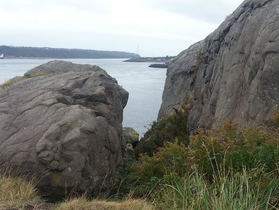Brier Island : Facing west at east lighthouse.