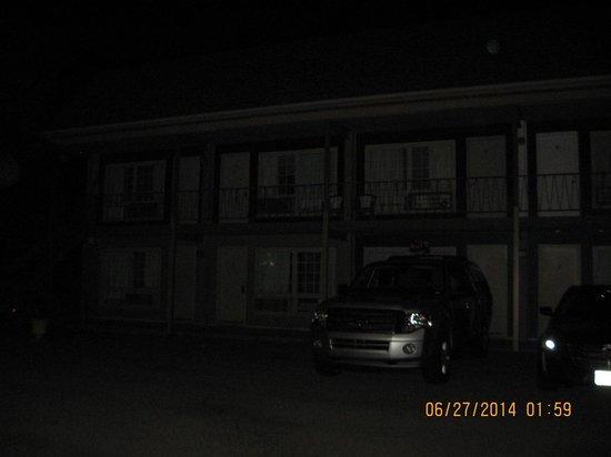 Niagara Falls Courtside Inn : parking lot