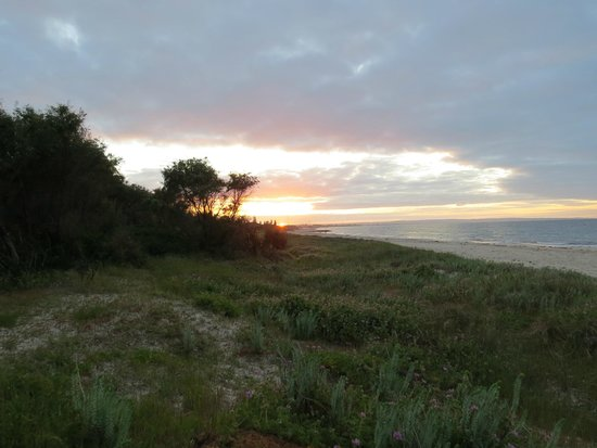 Bayview Geographe Resort: Sunset at beach at back of property