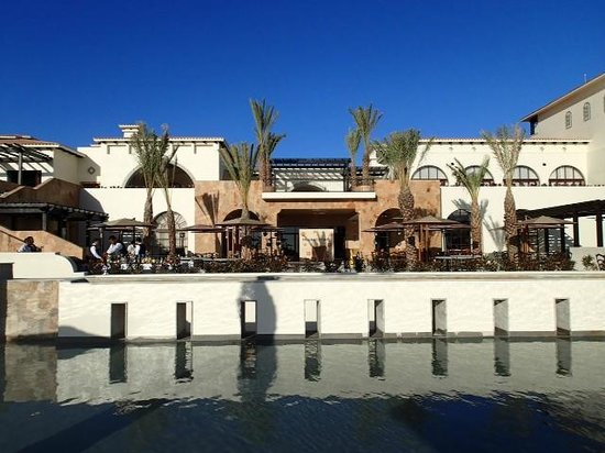 Secrets Puerto Los Cabos Golf & Spa Resort: Looking back at the hotel from the poolside