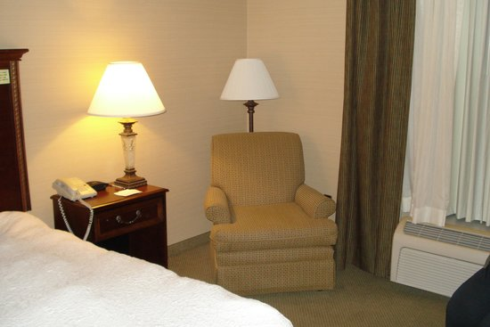 Hampton Inn Raynham-Taunton : our room