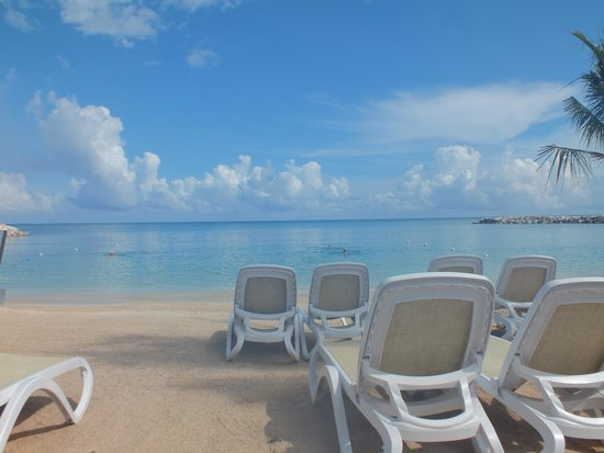 Hotel Riu Palace Jamaica Just Sitting On The Private Beach
