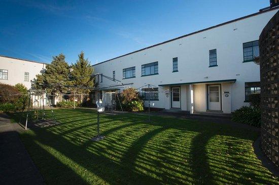 Bings Motel: Centre courtyard