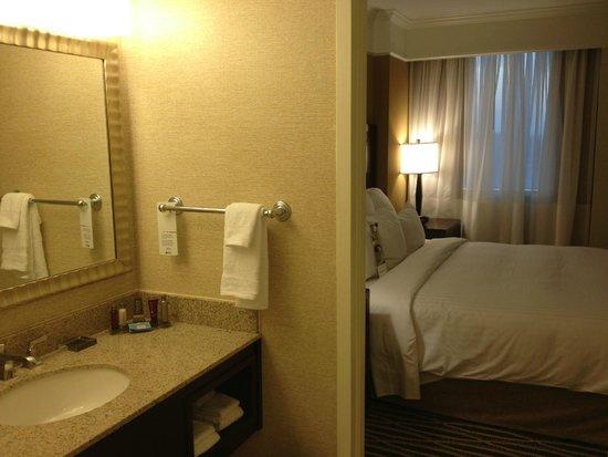 Washington Dulles Marriott Suites: Bathroom