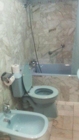 Hotel Busby: ванная