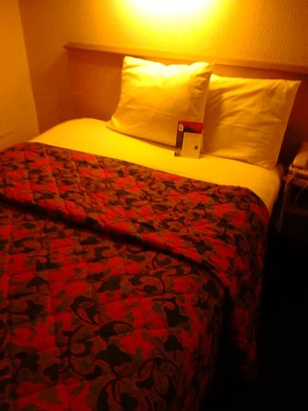 Red Roof Inn Dayton South - I-75 Miamisburg: Bed