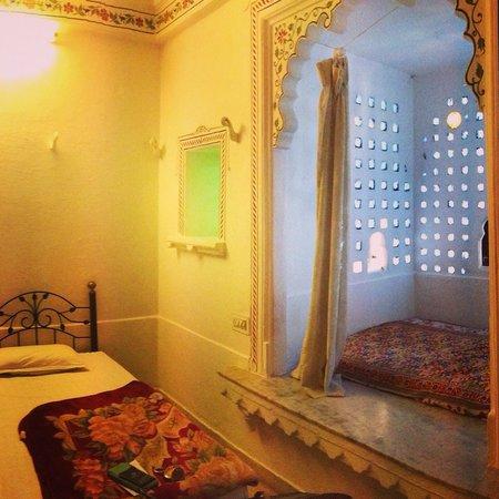Hotel Gangaur Palace / Ashoka Art: Room 202 lovely
