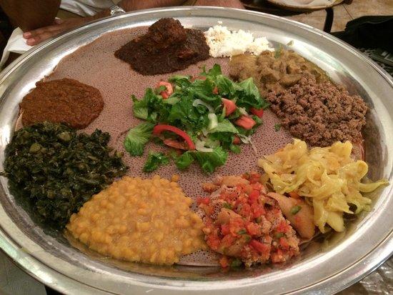 Zeni Ethiopian Restaurant : Hmmm, very yummy Ethiopian food!
