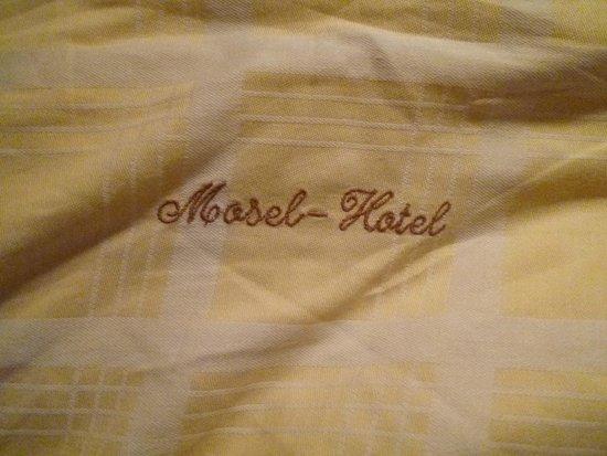 Moselhotel Leyendecker: Embroidered duvets