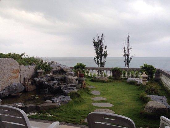 Sea Bay B&B : 4人海景房的戶外庭園~��
