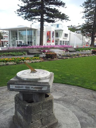 Marine Parade : Marina Parade garden in Napier