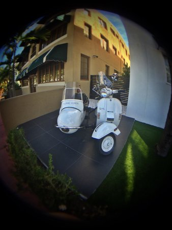 Blanc Kara Boutique Hotel: Scooter