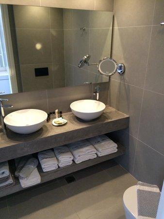 Aqua Bay Hotel: Toilets