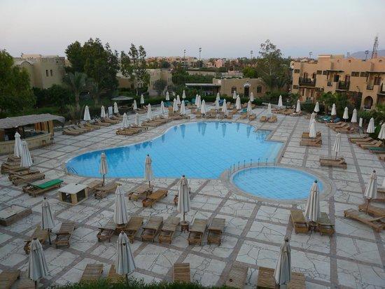 Three Corners Rihana Inn: een van de drie zwembaden