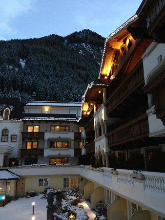 Hotel Trofana Royal: вид на горы и отель