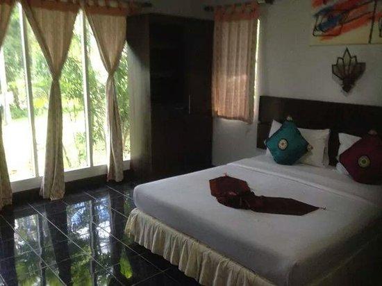 Full Moon House & Resort: Room at Full Moon House