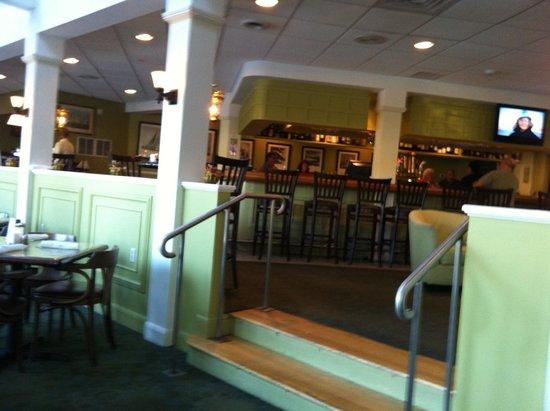Muddy Rudder Restaurant: Muddy Rudder - View from table towards bar area.