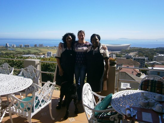 Bluegum Hill Guesthouse and Apartments : Aissa and her staff