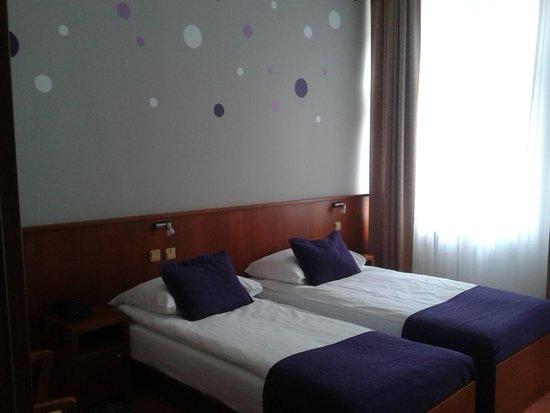Hotel Atlantic : Camera doppia molto spaziosa