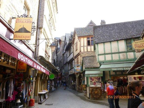Calle interior de la fortaleza. - Picture of Abbaye du Mont-Saint ...