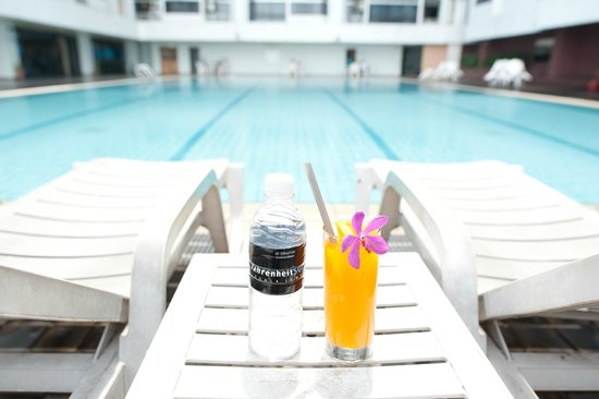 Fahrenheit Suites: Outdoor Swimming Pool