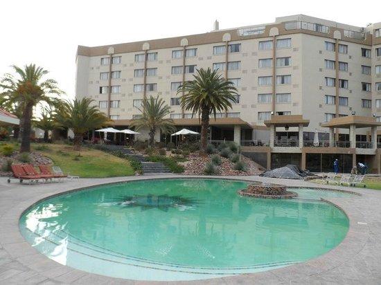 Safari Court Hotel: Pool area