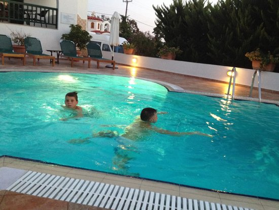 Hotel Spiros: Small but lovely swimmingpool