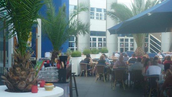 Axxes Cafe Restaurant: Terrace