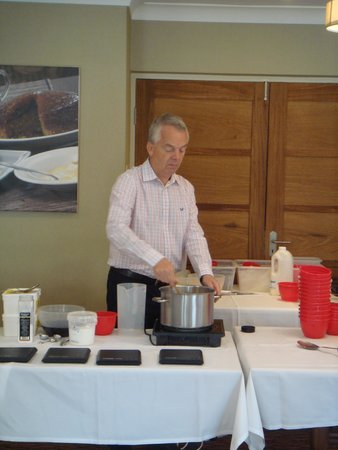 Three Ways House Hotel: Simon (owner) leading a cookery competition