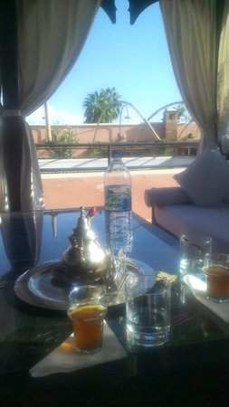 Riad Nasreen : Mint tea on the roof terrace!