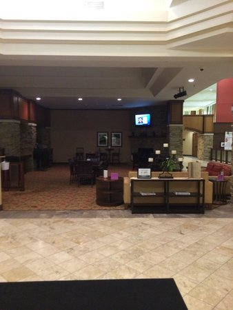 Crowne Plaza Hotel Madison: Big lobby and bar area
