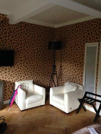 zimmer griaffe picture of hotel klemm wiesbaden. Black Bedroom Furniture Sets. Home Design Ideas