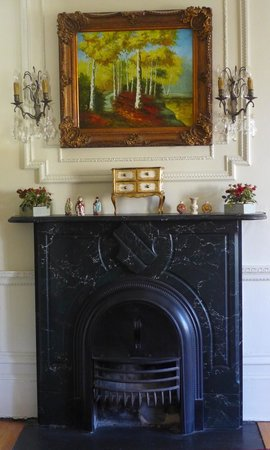 Perth Manor Boutique Hotel: fireplace in the Robert Lyon suite